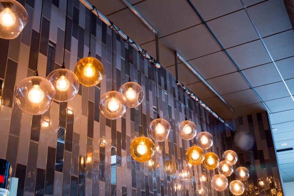 Vackra lampor sprider skön stämning och har arrangerats i hållare tillverkade av Nordsamverk